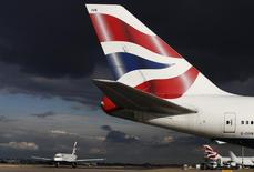 """Le personnel navigant de British Airways embauché en contrat """"Mixed Fleet"""" est appelé à faire de nouveau grève pendant quatre jours à partir du 17 février. /Photo prise le 11 octobre 2016/REUTERS/Stefan Wermuth"""