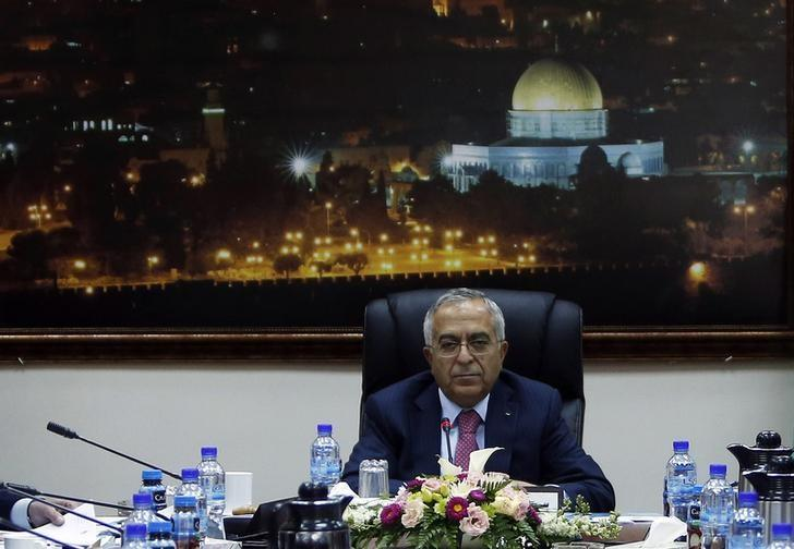 Prime Minister Salam Fayyad sits at the head of a Palestinian cabinet meeting in the West Bank city of Ramallah April 16, 2013. REUTERS/ Mohamed Torokman/Files