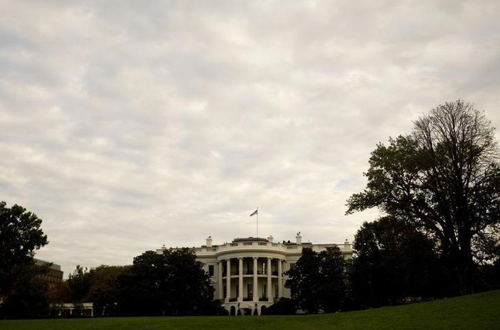 File Photo: The White House is seen from the South Lawn in Washington October 17, 2008.    REUTERS/Larry Downing