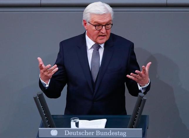 2月12日、ドイツの新大統領を選出するドイツ連邦大会議が開かれ、連立与党が推すシュタインマイヤー前外相(写真)が賛成多数で第12代大統領に選出された(2017年 ロイター/Fabrizio Bensch)