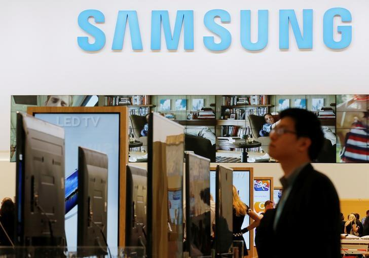A journalist walks at the Samsung booth during a media preview day at the IFA consumer electronics fair in Berlin, September 5, 2013. REUTERS/Fabrizio Bensch/Files