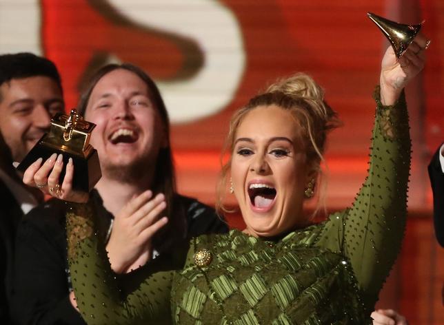 2月12日、第59回グラミー賞の授賞式が米ロサンゼルスで開催され、英歌手アデルが最優秀アルバム賞など5部門で栄冠に輝いた(2017年 ロイター/Lucy Nicholson)