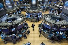 La Bourse de New York a fini mardi en hausse modérée, suffisante toutefois pour battre à nouveau des records avec le soutien des valeurs financières, portées par des déclarations de Janet Yellen, et une action Apple elle aussi à un pic historique en séance. Le Dow Jones a gagné 0,45% à 20.504,41 points. /Photo d'archives/REUTERS/Brendan McDermid