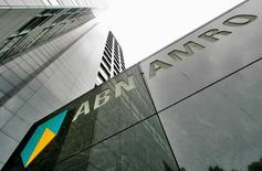ABN Amro, el mayor banco de los Países Bajos, anunció el miércoles una ganancia neta del cuarto trimestre de 333 millones de euros, superando las expectativas debido al fuerte crecimiento económico del país.  En esta imagen de archivo, sede de ABN AMRO en Ámsterdam el 29 de mayo de 2007. REUTERS/Koen van Weel/File Photo