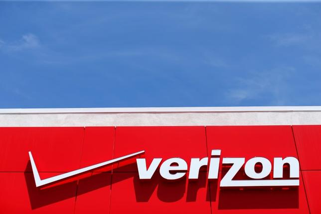 FILE PHOTO - A Verizon sign is seen at a retail store in San Diego, California, U.S. on April 21, 2016.  REUTERS/Mike Blake/File Photo