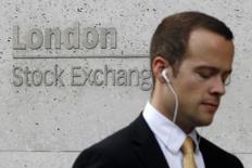 Les principales Bourses européennes ont ouvert jeudi sans grand changement et semblent marquer une pause après une séquence dynamique dans le sillage de Wall Street qui enchaîne les records et tire vers le haut l'ensemble des places mondiales. À Paris, l'indice CAC 40 cède 0,07% à 08h22 GMT. À Francfort, le Dax prend 0,07% et à Londres, le FTSE recule de 0,13%. /Photo d'archives/REUTERS/Suzanne Plunkett