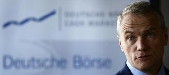Un échec de la fusion entre Deutsche Börse et London Stock Exchange (LSE) affaiblirait Francfort, la première place financière allemande, a déclaré le président du directoire de l'opérateur boursier allemand Carsten Kengeter (photo). /Photo d'archives/REUTERS/Kai Pfaffenbach