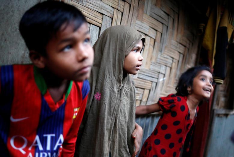 Rohingya refugee children look on at Leda Unregistered Refugee Camp in Teknaf, Bangladesh, February 15, 2017. REUTERS/Mohammad Ponir Hossain