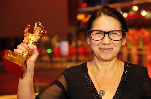 2月18日、第67回ベルリン国際映画祭の授賞式が開かれ、ハンガリーのイルディゴ・エンエディ監督(写真)の「On Body and Soul(英題)」がコンペティション部門の最高賞「金熊賞」に選ばれた。ブダペストの食肉処理場で働く孤独な2人を描いたラブストーリー(2017年 ロイター/Axel Schmidt)