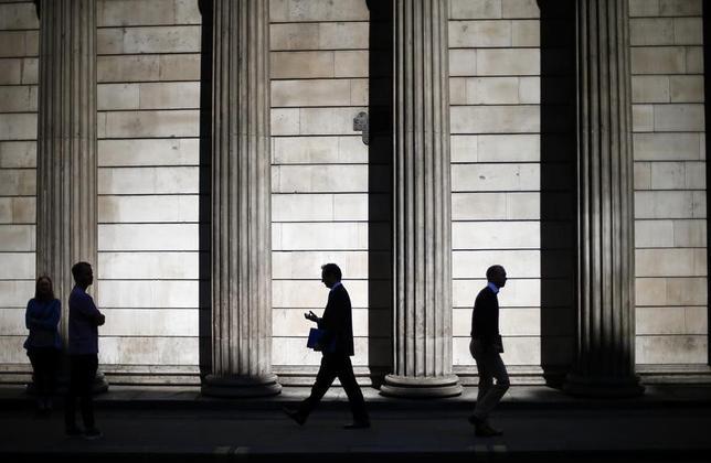 2月20日、英EY(アーンスト・アンド・ヤング)のシンクタンクであるアイテムクラブは、英国の2016/17年度(16年4月―17年3月)の財政赤字について、削減額は目標を30億ポンド(37億ドル)上回るとの見方を示した。写真はロンドンで2014年5月撮影(2017年 ロイター/Andrew Winning)