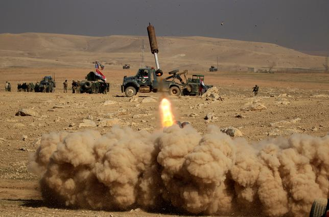 2月19日、イラク軍は米国の支援を受け、過激派組織「イスラム国」(IS)が支配するモスル西部の奪還作戦を開始した。写真はモスル南部で撮影(2017年 ロイター/Zohra Bensemra)