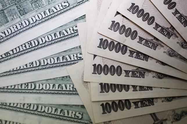 2月21日、正午のドル/円は、前日ニューヨーク市場午後5時時点と比べ、ドル高/円安の113.55/57円だった。写真は都内で2010年9月撮影(2017年 ロイター/Yuriko Nakao)