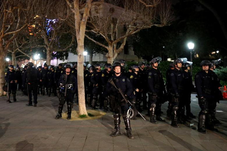 Police officers prepare to deploy a skirmish line after a student protest turned violent at UC Berkeley during a demonstration over right-wing speaker Milo Yiannopoulos, who was forced to cancel his talk, in Berkeley, California, U.S., February 1, 2017. REUTERS/Stephen Lam/Files