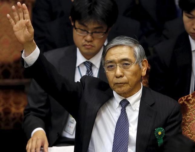 2月21日、黒田東彦日銀総裁は衆院財務金融委員会で、世界的に金利上昇圧力が強まっているが、短期金利をマイナス0.1%、長期金利を「ゼロ%程度」としている現行の長短金利目標を引き上げることは時期尚早と語った。写真は昨年1月参議院会議で撮影されたもの(2017年 ロイター/Toru Hanai)