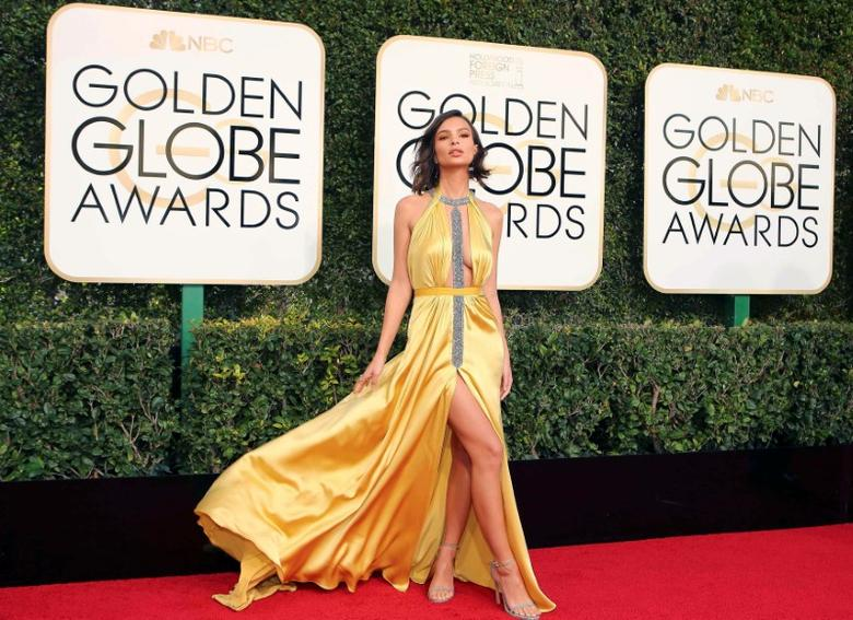 Actress Emily Ratajkowski arrives at the 74th Annual Golden Globe Awards in Beverly Hills, California, U.S., January 8, 2017.   REUTERS/Mike Blake     TPX IMAGES OF THE DAY - RTX2Y1OR
