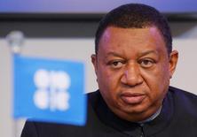 Генсек ОПЕК Мохаммед Баркиндо на пресс-конференции в Вене 30 ноября 2016 года. Страны ОПЕК намерены повысить уровень выполнения пакта о сокращении добычи, сказал во вторник генеральный секретарь организации. REUTERS/Heinz-Peter Bader