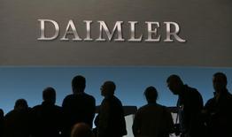 L'allemand Daimler a annoncé mardi l'ouverture d'une usine près de Moscou pour construire des voitures Mercedez-Benz, premier investissement d'un grand constructeur automobile en Russie depuis les sanctions imposées au pays il y a trois ans. /Photo prise le 2 février 2017/REUTERS/Michaela Rehle