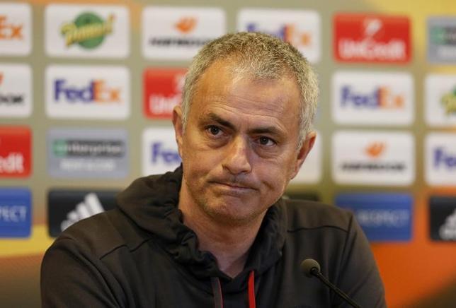 2月21日、サッカー、イングランド・プレミアリーグのマンチェスター・ユナイテッド(マンU)のジョゼ・モウリーニョ監督(写真)は、ウェイン・ルーニーが22日の欧州リーグ(EL)の敵地サンテティエンヌ戦を欠場すると記者会見で明言した(2017年 ロイター)