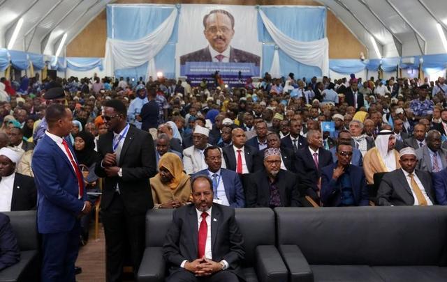 في مراسم تنصيبه.. رئيس الصومال يدعو حركة الشباب للاستسلام