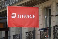 Eiffage a fait état mercredi d'une forte hausse de son bénéfice net en 2016, la maîtrise de ses dépenses et la baisse du coût de sa dette ayant éclipsé une stagnation de l'activité. /Photo d'archives/REUTERS/Charles Platiau