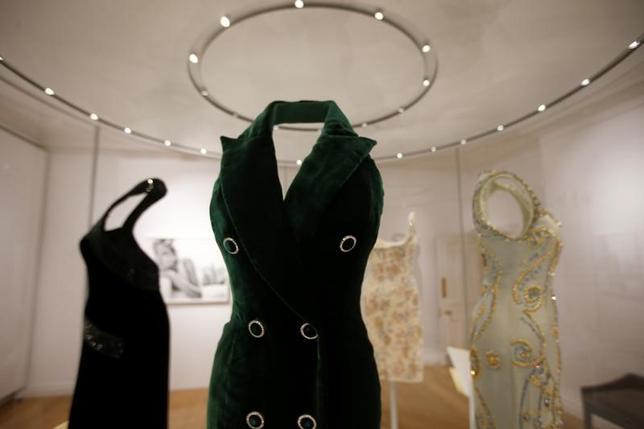 2月22日、故ダイアナ元皇太子妃のドレス25点が、元妃が15年以上暮らした英ロンドンのケンジントン宮殿で、24日から年内いっぱい展示される(2017年 ロイター/Peter Nicholls)