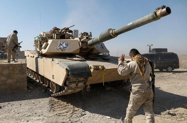 القوات العراقية تقتحم مطار الموصل وقاعدة عسكرية