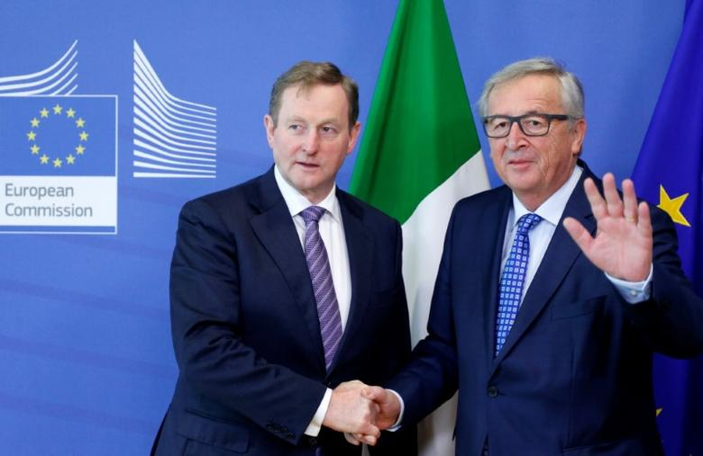 European Commission President Jean-Claude Juncker (R) poses with Irish Prime Minister Enda Kenny ahead of a meeting at the EU Commission headquarters in Brussels, Belgium, February 23, 2017. REUTERS/Francois Lenoir