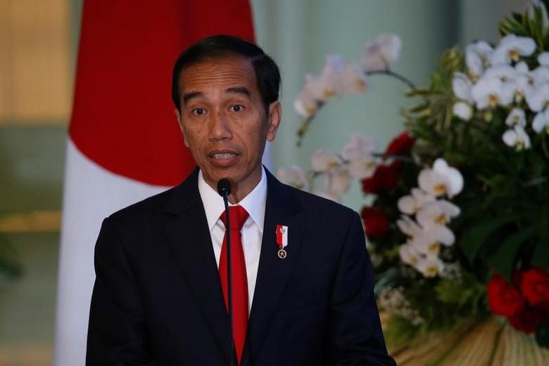 Indonesian President Joko Widodo talks to reporters during a joint news conference with Japanese Prime Minister Shinzo Abe at the Bogor Palace, West Java, Indonesia January 15, 2017. REUTERS/Beawiharta
