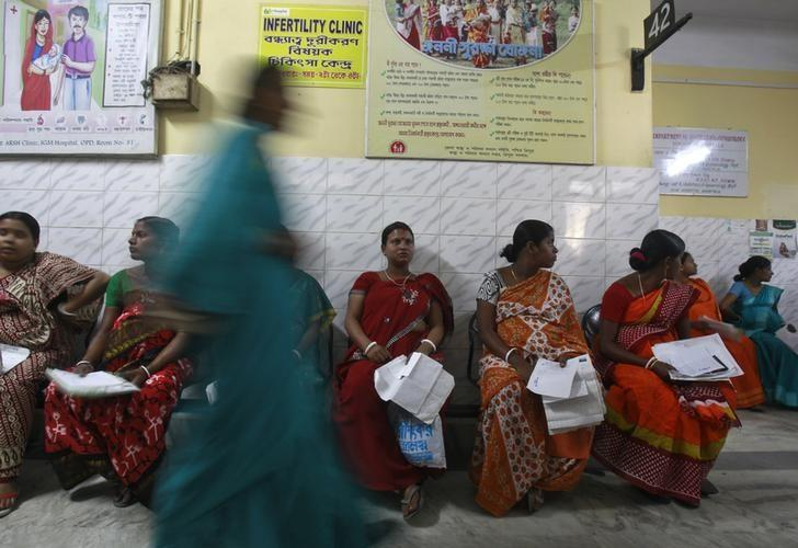 FILE PHOTO: Pregnant women holding their prescription papers wait to be examined at a government-run hospital in Agartala March 17, 2015. REUTERS/Jayanta Dey/Files