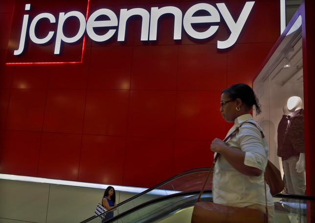 Customers ride the escalator at a J.C. Penney store in New York August 14, 2013. REUTERS/Brendan McDermid/File Photo