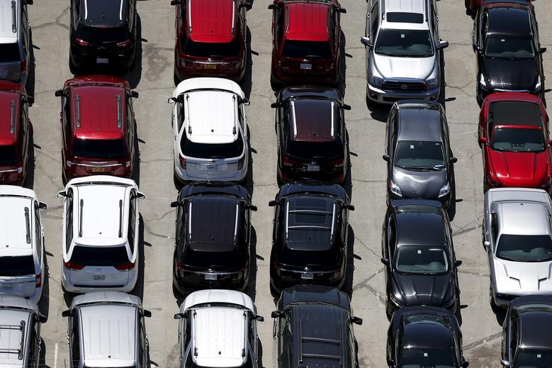 Cars are seen in a parking lot in Palm Springs, California April 13, 2015. REUTERS/Lucy Nicholson/File Photo