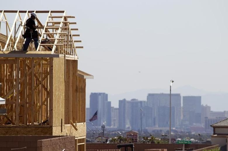 A carpenter works on a new home at a residential construction site in the west side of the Las Vegas Valley in Las Vegas, Nevada April 5, 2013.     REUTER/Steve Marcus