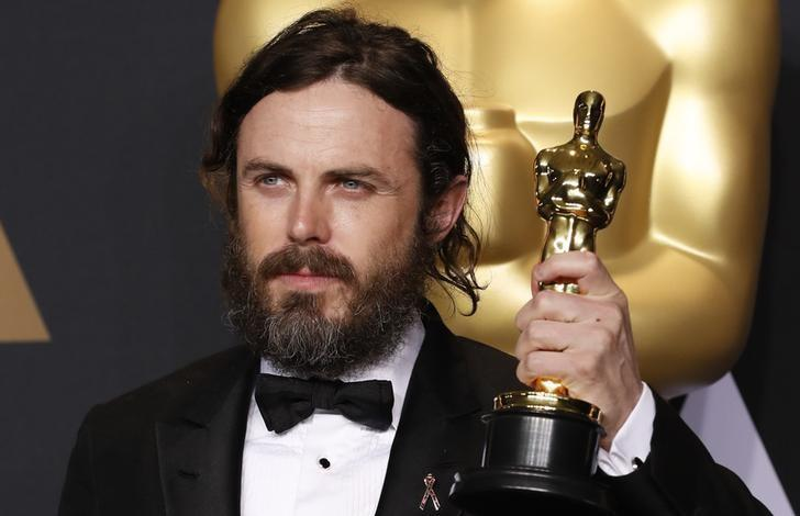 2017年2月26日,美国加州好莱坞,卡西·阿弗莱克获奥斯卡最佳男主角奖。REUTERS/Lucas Jackson