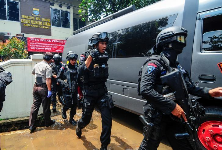 Police are seen outside a local government office following an explosion in Bandung, West Java, Indonesia February 27, 2017 in this photo taken by Antara Foto.  Antara Foto/Novrian Arbi/ via REUTERS