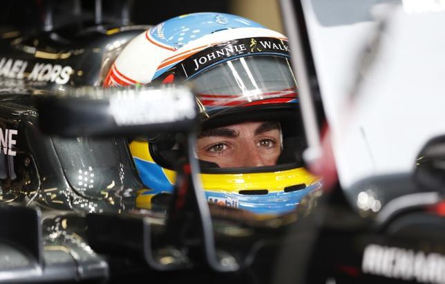 2月27日、自動車レースF1、マクラーレン・ホンダのフェルナンド・アロンソは、バルセロナで行われたプレシーズンテスト初日の内容に落胆を示した。英シルバーストーンで2016年7月撮影(2017年 ロイター)
