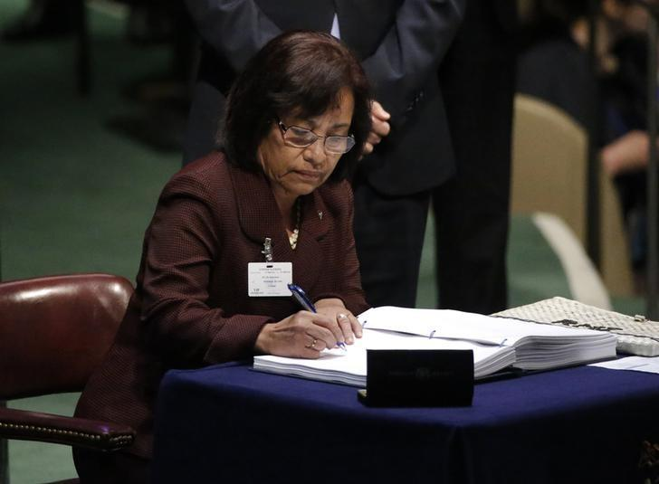 Marshall Islands President Hilda Heine signs the Paris Agreement on climate change at United Nations Headquarters in Manhattan, New York, U.S., April 22, 2016 REUTERS/Carlo Allegri/Files