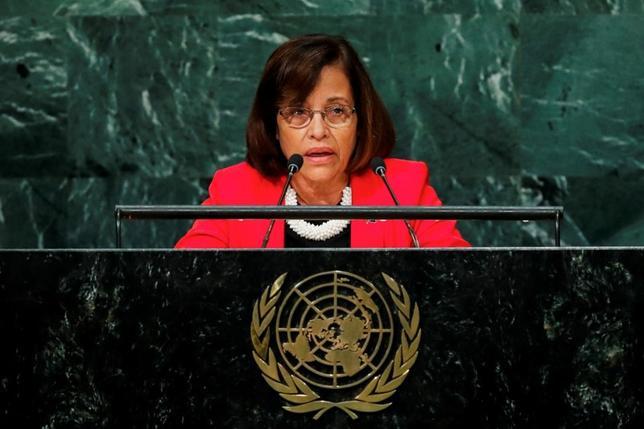 2月28日、2016年10月にルワンダで強力な温室効果ガス「ハイドロフルオロカーボン(HFC)」を段階的に削減するモントリオール議定書「キガリ改正」が国際合意されたことを受けて、太平洋のマーシャル諸島の議会は、気候変動によるリスクは国の存続に関わるとして、同改正の批准を承認した。写真はマーシャル諸島のヒルダ・ハイネ大統領。ニューヨークで昨年の9月撮影(2017年 ロイター/Eduardo Munoz)