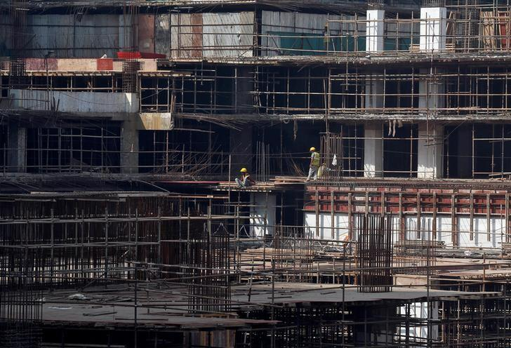 Construction workers work on a site of a residential building in Mumbai, India, November 30, 2016. REUTERS/Shailesh Andrade/Files