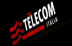 Fininvest, la holding de la famille Berlusconi, pourrait prendre une participation dans Telecom Italia pour permettre le règlement du différend qui l'oppose à Vivendi, écrit Il Messagero mercredi. /Photo d'archives/REUTERS/Stefano Rellandini