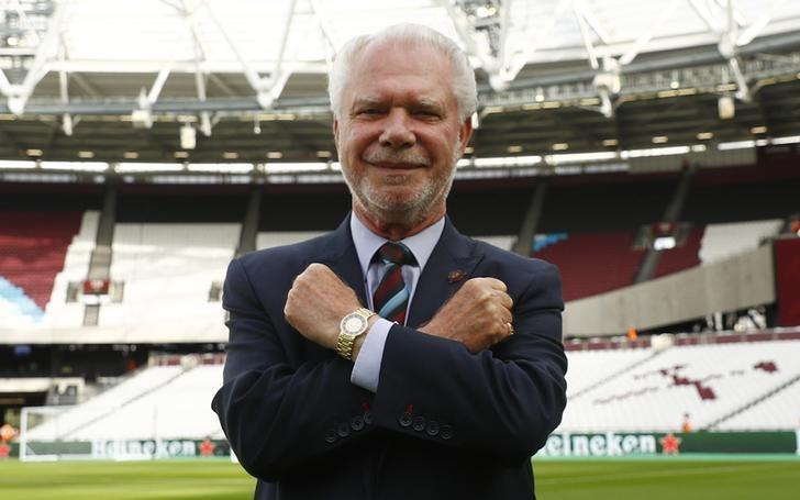 Football Soccer Britain - West Ham United v NK Domzale - UEFA Europa League Third Qualifying Round Second Leg - London Stadium - 4/8/16. West Ham co chairman David Gold poses on the pitch before the match. Reuters / Eddie Keogh. Livepic