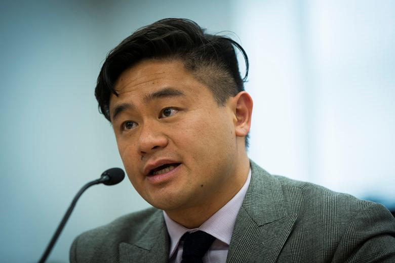 FILE PHOTO - Bitcoin investor Jeremy Liew, a Partner at Lightspeed Venture Partners, speaks at a New York State Department of Financial Services (DFS) virtual currency hearing in the Manhattan borough of New York, U.S. on January 28, 2014.  REUTERS/Lucas Jackson/File Photo