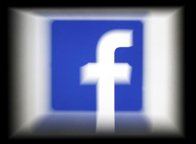 3月1日、交流サイト最大手の米フェイスブックは、ユーザーの自殺を防止するため、人口知能(AI)を新たに利用し、既存の自殺防止ツールやサービスを改善する計画だとブログで明らかにした。写真はボルドーで昨年3月撮影(2017年 ロイター/Regis Duvignau)