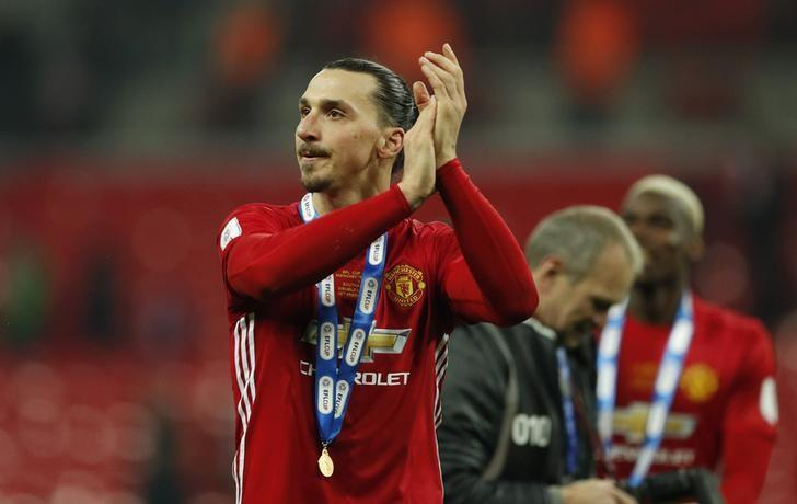Britain Soccer Football - Southampton v Manchester United - EFL Cup Final - Wembley Stadium - 26/2/17 Manchester United's Zlatan Ibrahimovic applauds fans as he celebrates winning the EFL Cup Final Action Images via Reuters / John Sibley Livepic /Files