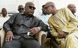 Felix Tshisekedi (L) talks to an unidentified visitor as he mourns the death of his father and veteran Congolese opposition leader Etienne Tshisekedi, in the courtyard of his residence in the Limete Municipality of the Democratic Republic of Congo's capital Kinshasa, February 3, 2017. REUTERS/Robert Carrubba