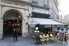 La croissance du secteur des services s'est encore accélérée en France en février, son rythme atteignant un pic de cinq ans et demi. /Photo prise le 28 novembre 2016/REUTERS/Charles Platiau
