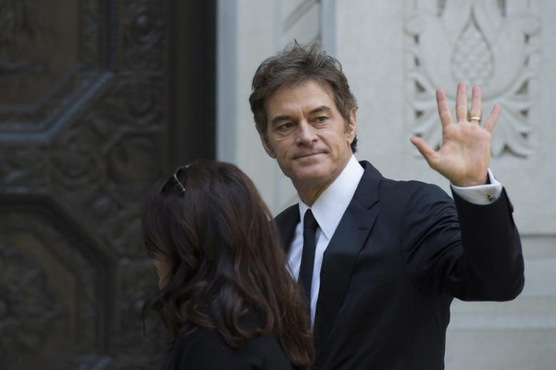 Television personality Dr. Mehmet Oz arrives to attend the funeral of comedienne Joan Rivers at Temple Emanu-El in New York September 7, 2014. REUTERS/Lucas Jackson