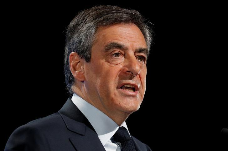 Francois Fillon, former French Prime Minister, member of the Republicans political party and 2017 presidential election candidate of the French centre-right delivers a speech at a campaign rally in Aubervilliers, Paris suburb, March 4, 2017.  REUTERS/Philippe Wojazer