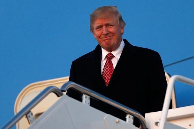 3月6日、米政権顧問のナバロ氏は、対ドイツ貿易赤字についてEUの枠組み外で協議が必要との認識を支援した。写真はトランプ大統領。メリーランド州で5日撮影(2017年 ロイター/Jonathan Ernst)