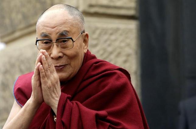 3月6日、亡命中のチベット仏教の精神的指導者、ダライ・ラマ14世は、今週放映されたインタビューで、中国の強硬派は脳の一部が欠けていると発言した。写真はプラハで昨年10月撮影(2017年 ロイター/David W Cerny)