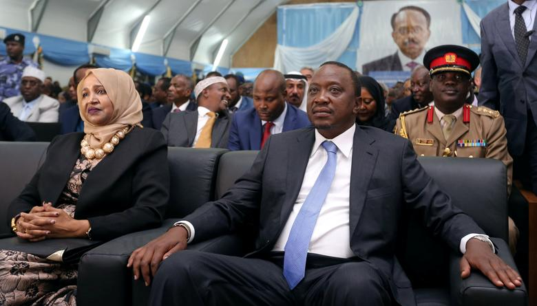 Kenya's President Uhuru Kenyatta (R) sits next to Somalia's first lady Zeinab Abdi as they attend the inauguration ceremony of Somalia's newly elected President Mohamed Abdullahi Farmaajo in Somalia's capital Mogadishu, February 22, 2017. REUTERS/Feisal Omar